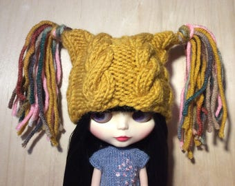 Knitted beanie for Neo Blythe