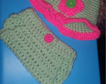 Newborn to 3 months girl's hat, diaper cover and booties