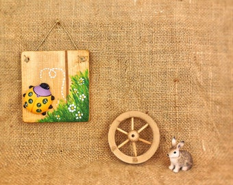 Baby animal nursery art, yellow and green ladybug on wooden board, gifts for christmas, housewarming, household decorative accessories.