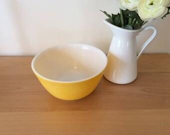 Yellow Pyrex 1.4 QT 402 bowl