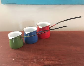1950s vintage enameled measuring cups