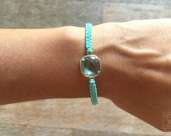 Bracelet blue macrame with entrepieza of Crystal and silver and flat knot sliding closure
