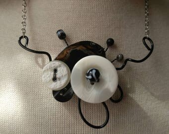 Black and white short necklace
