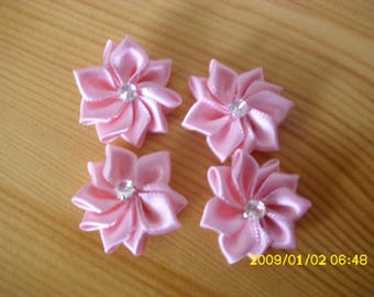 set of 4 flowers in pink satin blade with 26 rhinestones a 30 mm