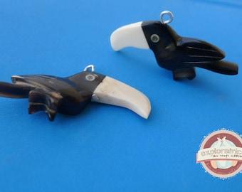 toucan bird black-and-white 25x45mm bone pendant