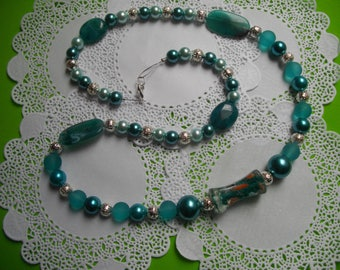 Acrylic beaded necklace of green