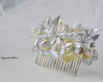 Comb with silver flowers