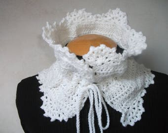 Neck lace for woman, crocheted, white warm wool