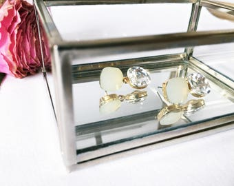 Earrings in light grey crystals as bridal jewelry