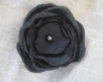 6.5 cm of black satin flower bead