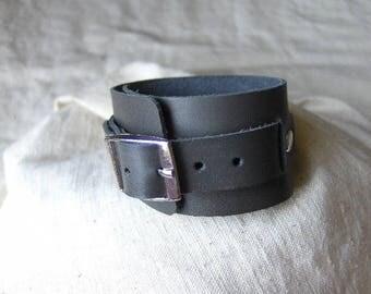 Handmade grey leather buckle bracelet