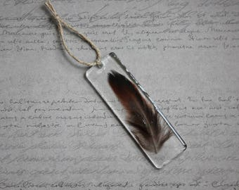 Rectangle bookmark, 9.5 x 3 cm, resin and a feather inclusion