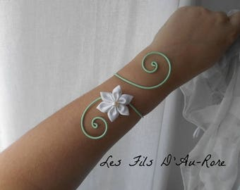 "Wedding bracelet witness ""Ophelia"" with white satin & sons green aluminium water flower"