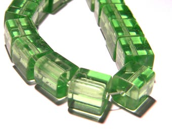 30 glass beads - cube with 10 mm - Crystal - green PG266 10 way