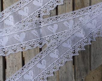 Pretty white bobbin lace