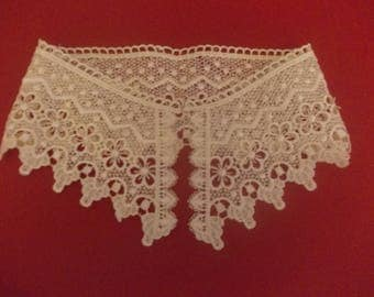 Collar has sewing lace crochet beige 44 cms
