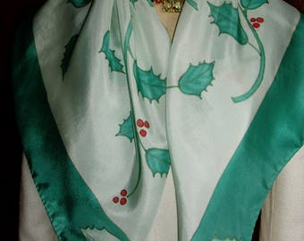"White and green silk scarf ""Holly"" handpainted by Toutensoiecreations: unique piece."