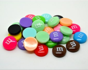 10 cabochons m & me s resin