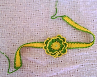 Crew neck women yellow and green and flower