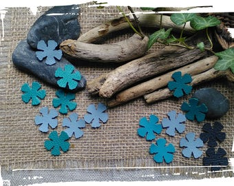 8 little leather Flower, 4.5 cms a 7 cms, Light blue  Idéal for the creation of big jewels, hats, jewels of bag