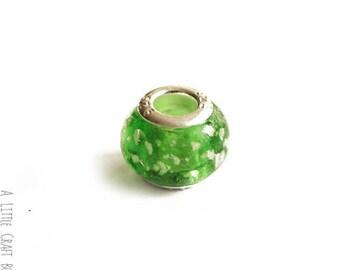 2 beads CHARMs mottled glass - green / white