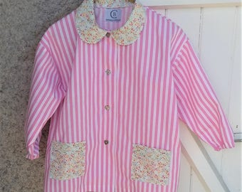 School apron/blouse size 6-pink and white stripes for little girl. Long sleeves. Collar and pockets liberty cotton.