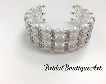 Pearl bracelet,wedding accessories,bridal bangle,bridal bracelet,wedding prarl bracelet.
