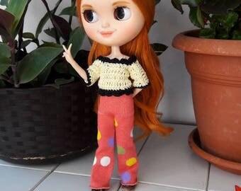 Blythe - Made in Italy. Completo di pantalone, giacchina di cotone, gilet e basco di lana. Realizzato a mano.