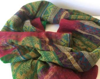 Colourful scarf with felt edges