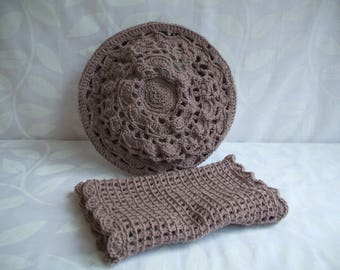 Beige crocheted beret and its matching snood