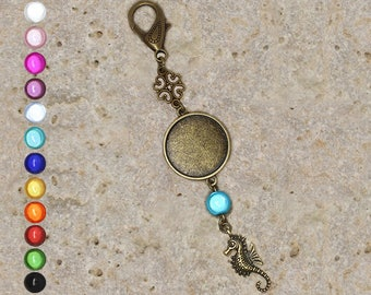 Support cabochon 25 mm for bag charm or door key, seahorse