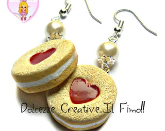 Earrings with round cookies with white chocolate stuffed with heart shaped Strawberry Jam