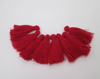 8 pompons en fils de coton longueur 3 cm couleur : rouge carmin