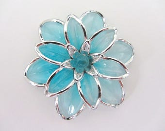 1 Pearl, charm, connector, between two big turquoise flowers