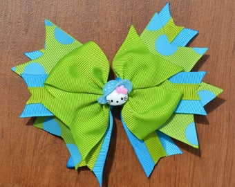HELLO KITTY Boutique Hair Bow. Turquoise and Bright Green with Adorable Hat-Wearing Hello Kitty. For Toddlers, Little Girls and Big Girls.