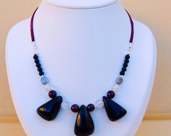 Necklace fine stone Jet and Garnet leather Ribbon