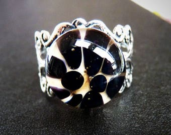 Black and white implosion ring spun glass