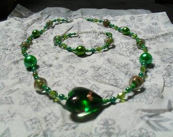 set (necklace and bracelet) colorful, modern, unique (green)