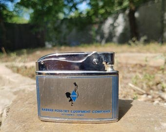 """Rosen Barker Poultry Equipment """"Best Dressed Bird in the Business"""" Lighter B:Vintage-Americana-Art Deco-Iowa-Tobacciana-Collectible"""