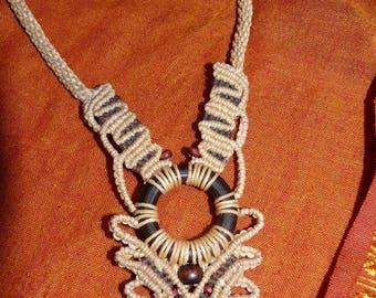 Necklace macrame nabbed linen thread