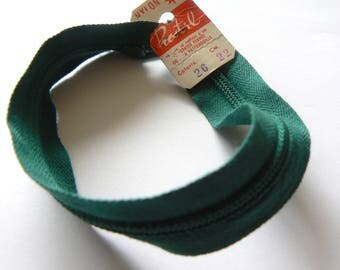 Green 22cm zipper Prestyl Nylon color No. 26 50-70 years