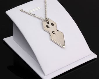 White 1 display for your most beautiful pendants or Earrings within 15 days