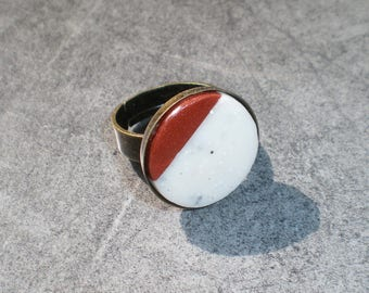 Round ring asymmetrical white marble and copper effect