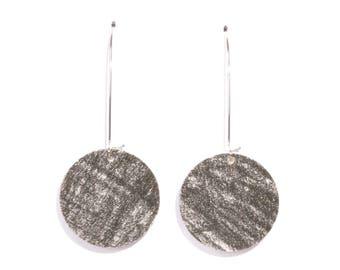 Earrings made of recycled cardboard reversible
