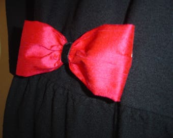 Martingale red silk bow