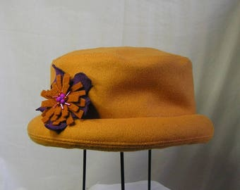 "Winter hat ""petitbord"" in orange yellow peacoat"