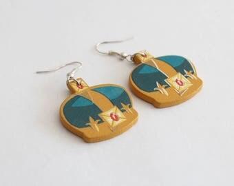Crown English wood earrings