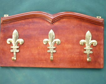 Coat rack made of bonded leather on wood with 3 hooks in the shape of lilies in bronze