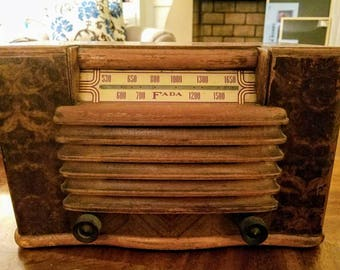 Antique Fada Radio model 1001