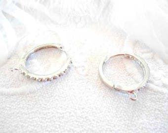 A pair of lever back earrings creole silverplate.